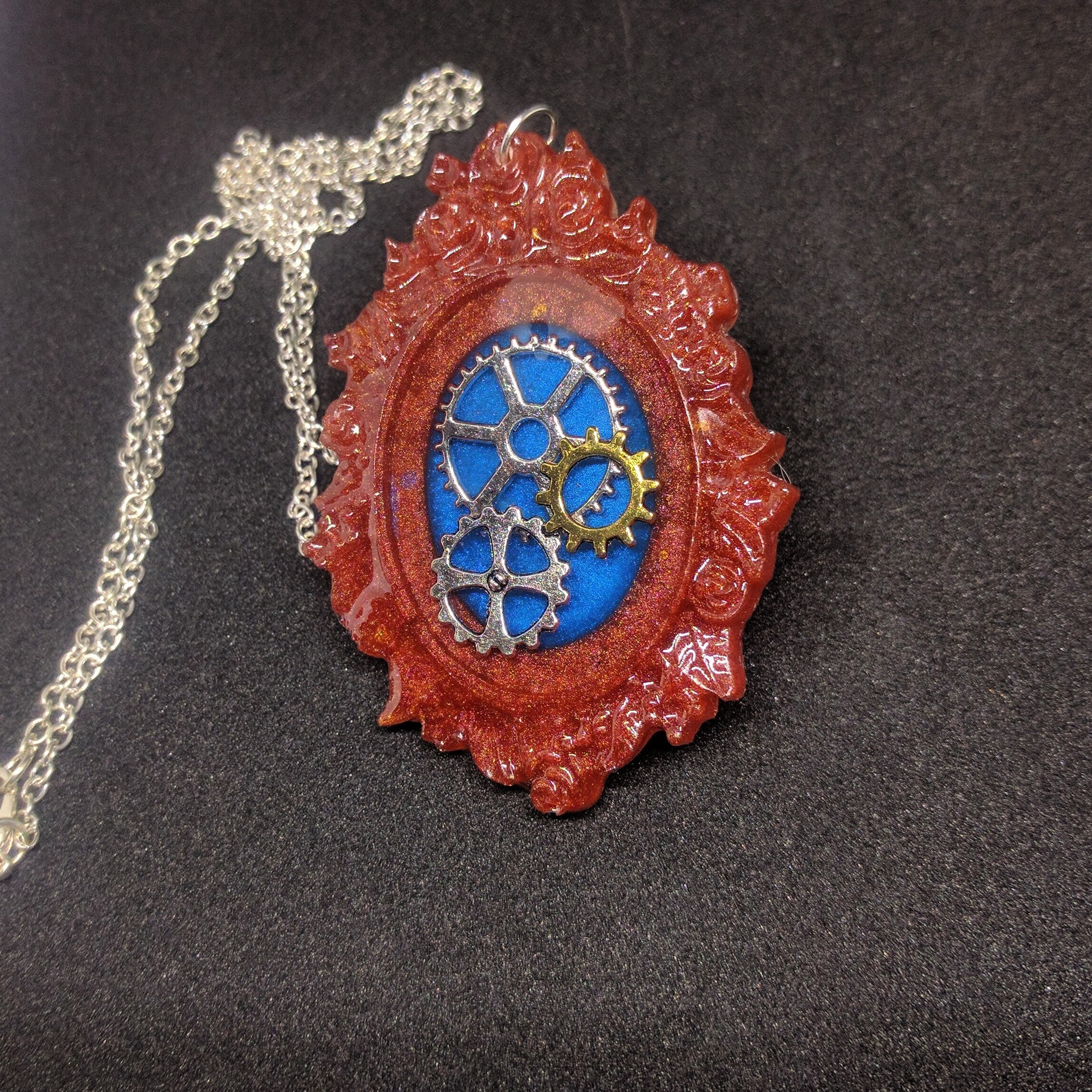 Epoxy pendant with gears